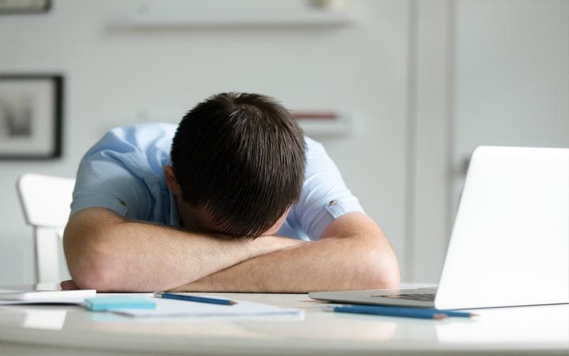 עייפים בעבודה? הפתרון לכך הוא מחשבון שינה
