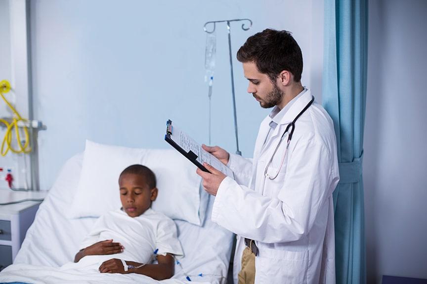 רופא וילד במעבדת שינה